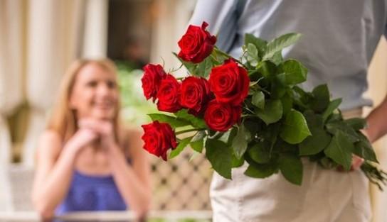Зачем кустики роз могут являться доставка цветов Днепр лучшими цветами для День святого Валентина